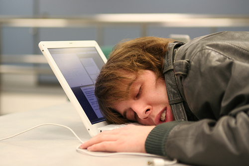 Prevent Sleepy Elearners with Tips for Online Student Engagement