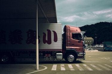 Online Logistics Degree Programs Teach Supply & Demand