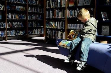An online speech language pathologist degree grad helps children communicate