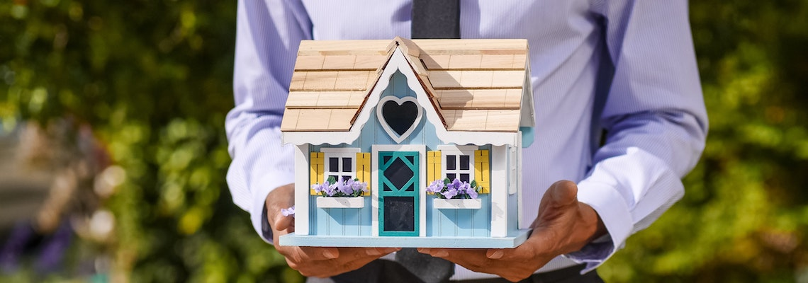 Learn how to become a mortgage broker
