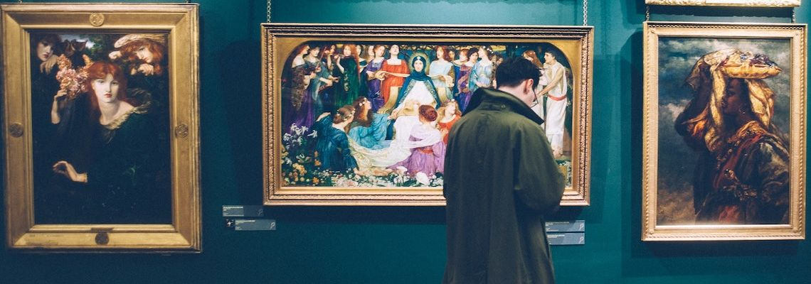 An online art history master's degree student